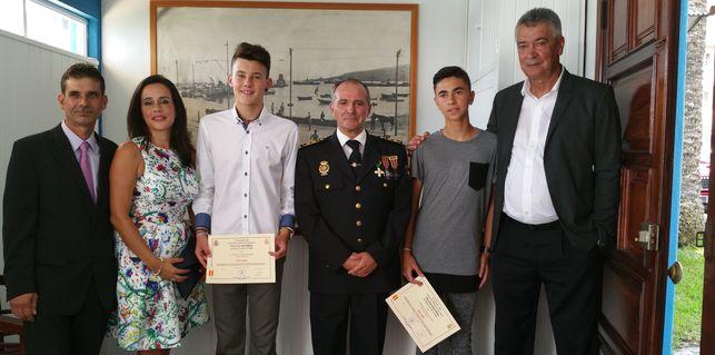 Policia_Nacional-distincion-dos_alumnos_EDIIMA20151002_0893_19