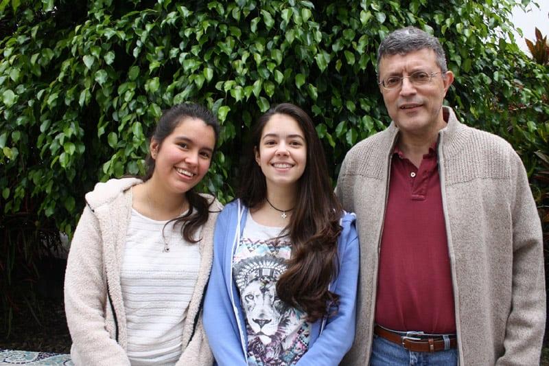 El segundo Premio de la Fase Autonómica fue para el equipo BIS integrado por Arantxa Villegas Aguilar (izquierda), Brianna Damaci Alonso (centro) y Lisdalia Pérez Pérez, ausente en la foto.