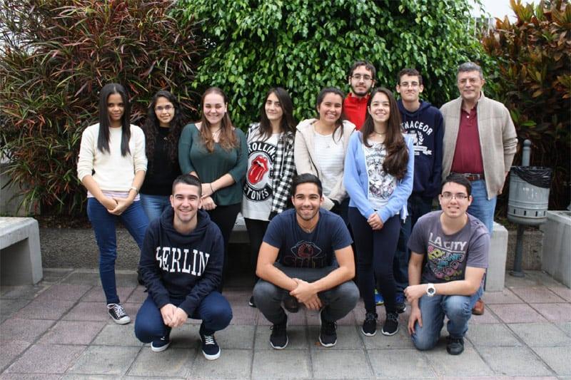 Integrantes de varios equipos. De izquierda a derecha: Thaimaris, Thaimar, Marta, Alejandra, Arantxa, Brianna. Detrás: Aimar, Daniel. Delante: Diego, Fran, José Luis.